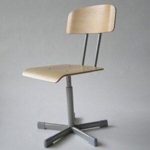 Vrtljiva stolica s naslonom VS-2